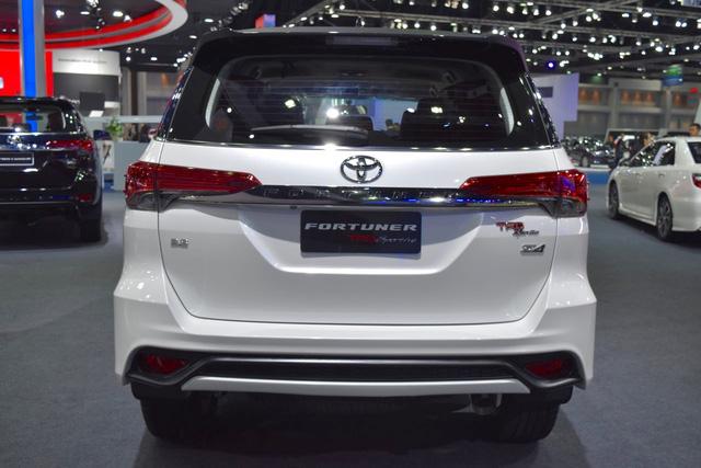 Toyota Fortuner TRD Sportivo 2016 có thêm gói body kit do Thái Lan sản xuất - Ảnh 3.