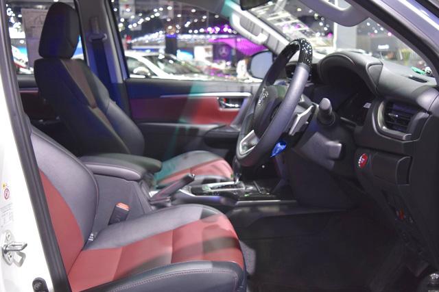 Toyota Fortuner TRD Sportivo 2016 có thêm gói body kit do Thái Lan sản xuất - Ảnh 6.