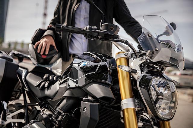 Làm quen với BMW R1200R Black Edition mới, giá từ 393,5 triệu Đồng - Ảnh 1.