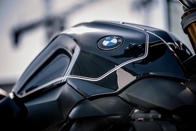 Làm quen với BMW R1200R Black Edition mới, giá từ 393,5 triệu Đồng - Ảnh 2.
