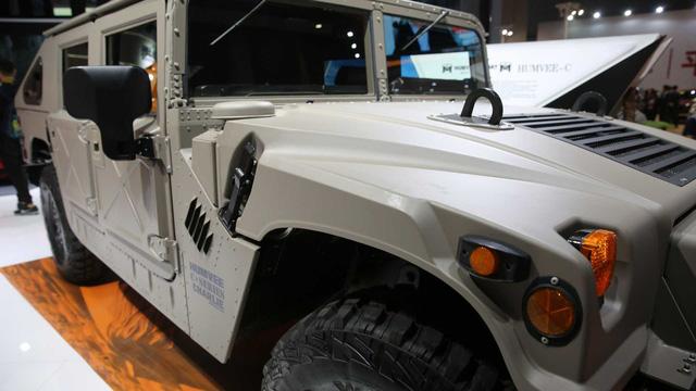 Huyền thoại Hummer H1 được hồi sinh để phục vụ giới nhà giàu - Ảnh 5.