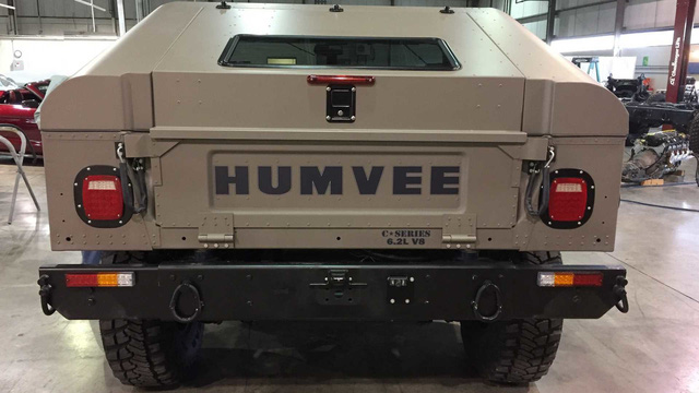 Huyền thoại Hummer H1 được hồi sinh để phục vụ giới nhà giàu - Ảnh 2.