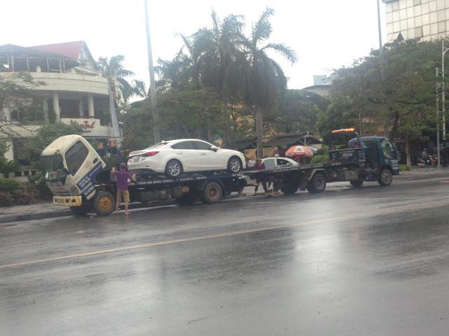 Mưa lớn tại Hải Phòng, hàng loạt ô tô chết đuối, có cả Mercedes-Benz S-Class - Ảnh 3.