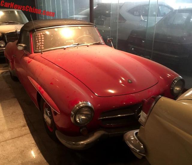 Bộ sưu tập Mercedes-Benz nằm phủ bụi khiến nhiều người xót xa - Ảnh 2.