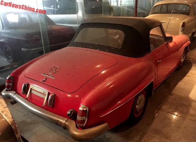 Bộ sưu tập Mercedes-Benz nằm phủ bụi khiến nhiều người xót xa - Ảnh 3.