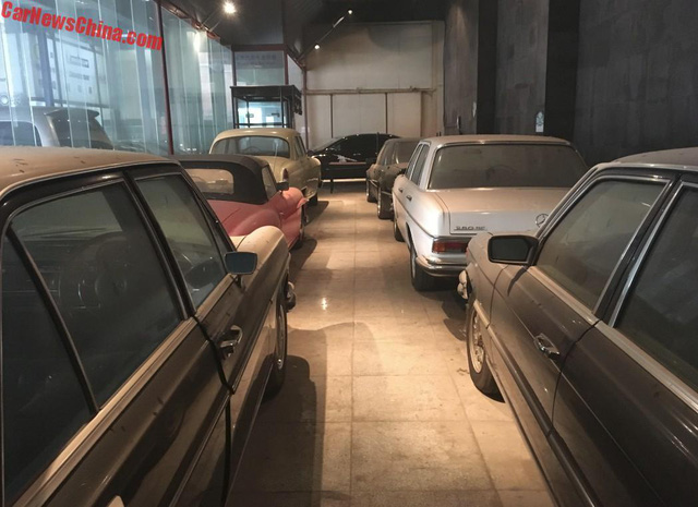 Bộ sưu tập Mercedes-Benz nằm phủ bụi khiến nhiều người xót xa - Ảnh 1.