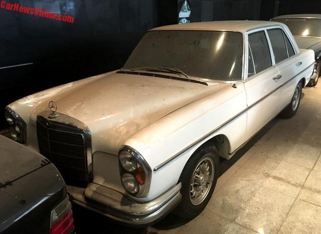 Bộ sưu tập Mercedes-Benz nằm phủ bụi khiến nhiều người xót xa - Ảnh 9.