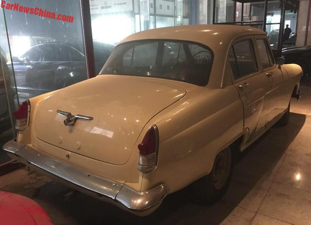 Bộ sưu tập Mercedes-Benz nằm phủ bụi khiến nhiều người xót xa - Ảnh 15.