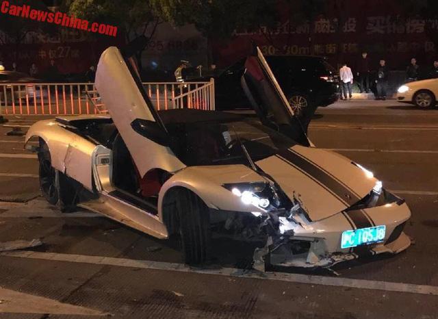 Lamborghini Murcielago hàng hiếm gây tai nạn liên hoàn, Range Rover bị vạ lây - Ảnh 1.