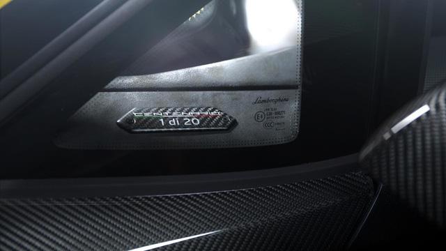 Siêu phẩm Lamborghini Centenario đầu tiên cập bến châu Á - Ảnh 2.