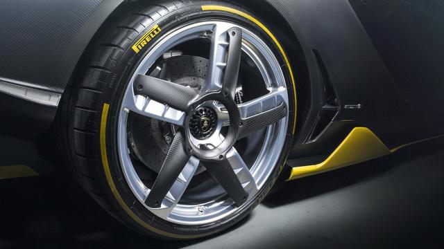 Siêu phẩm Lamborghini Centenario đầu tiên cập bến châu Á - Ảnh 7.