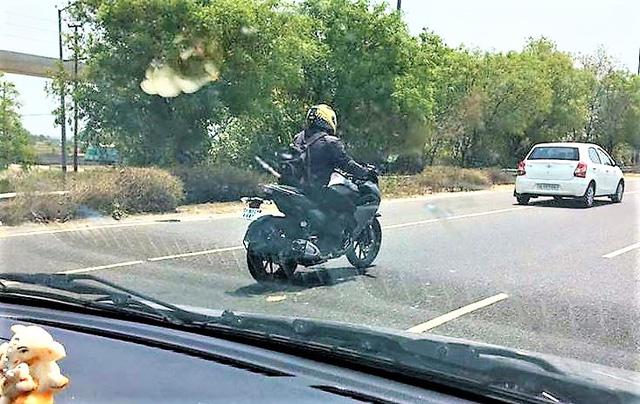 Yamaha Fazer 250 2017 lần đầu tiên xuất hiện trên đường phố - Ảnh 1.