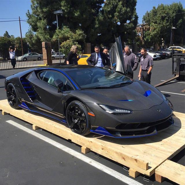 Cận cảnh siêu phẩm Lamborghini Centenario đầu tiên đặt chân đến Mỹ - Ảnh 2.