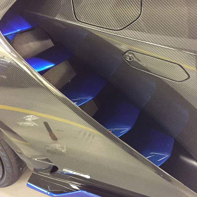 Cận cảnh siêu phẩm Lamborghini Centenario đầu tiên đặt chân đến Mỹ - Ảnh 4.