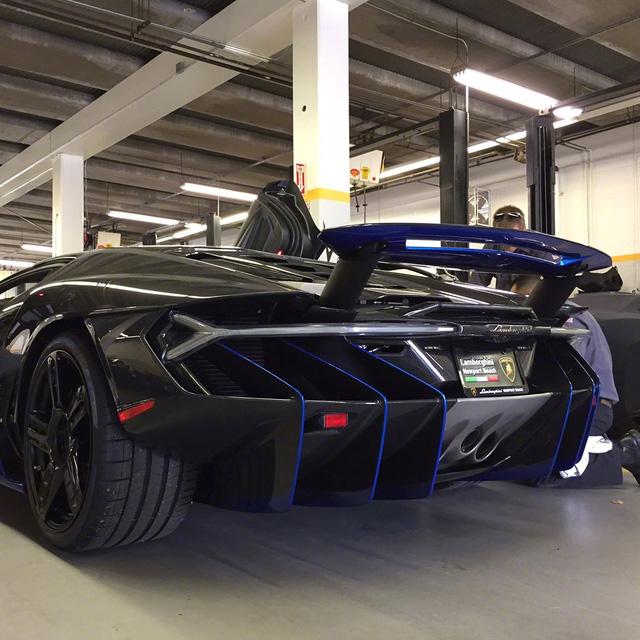 Cận cảnh siêu phẩm Lamborghini Centenario đầu tiên đặt chân đến Mỹ - Ảnh 10.
