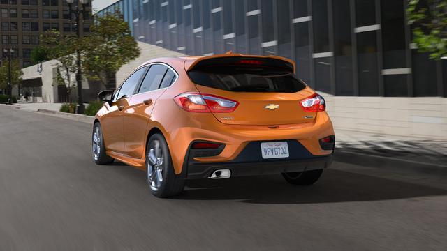Chevrolet Cruze Hatchback 2018 phiên bản tiết kiệm nhiên liệu được báo giá - Ảnh 1.