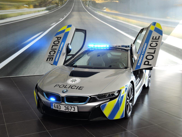 Chiêm ngưỡng xe tuần tra BMW i8 không phải của cảnh sát Dubai - Ảnh 5.