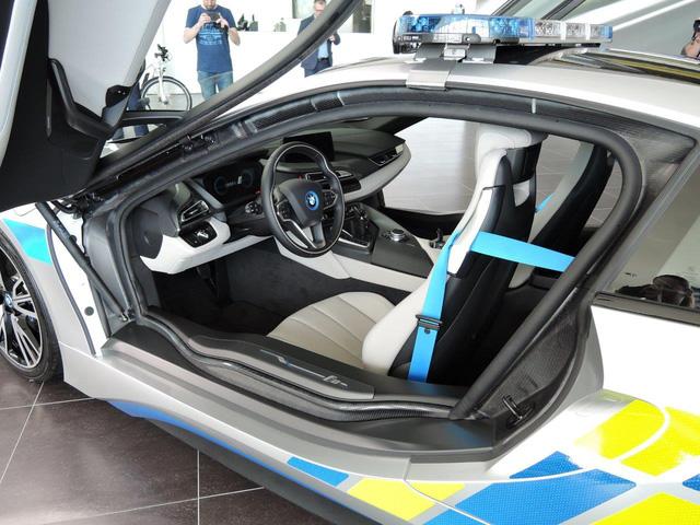 Chiêm ngưỡng xe tuần tra BMW i8 không phải của cảnh sát Dubai - Ảnh 6.