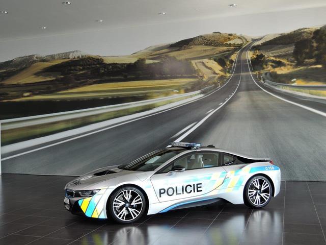Chiêm ngưỡng xe tuần tra BMW i8 không phải của cảnh sát Dubai - Ảnh 7.