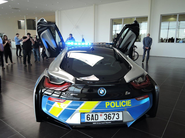 Chiêm ngưỡng xe tuần tra BMW i8 không phải của cảnh sát Dubai - Ảnh 8.