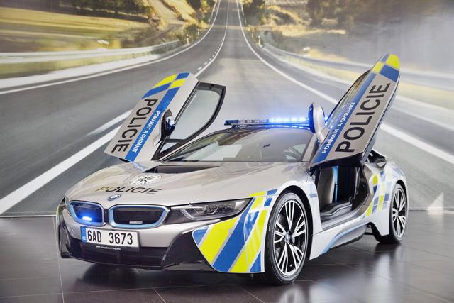 Chiêm ngưỡng xe tuần tra BMW i8 không phải của cảnh sát Dubai - Ảnh 9.