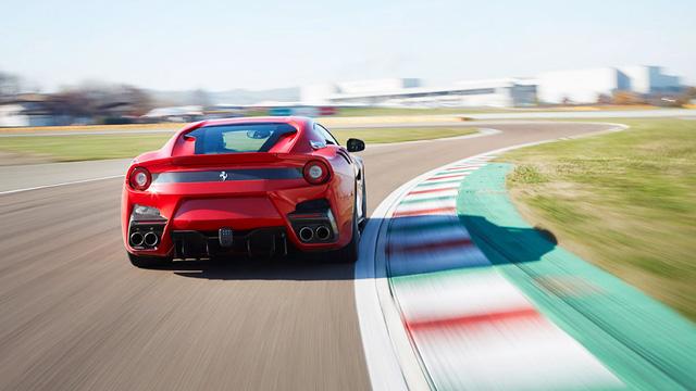 Siêu xe F12tdf hỏng bộ ly hợp và bốc cháy, Ferrari cử người đến sửa ngay trong đêm - Ảnh 5.