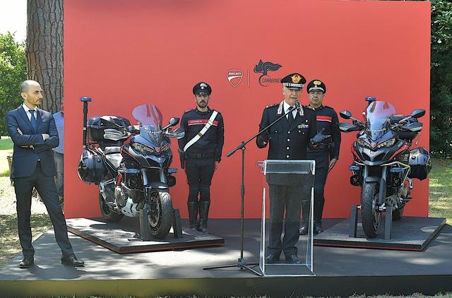 Cảnh sát Ý được trang bị mô tô tuần tra Ducati Multistrada 1200 mới - Ảnh 1.