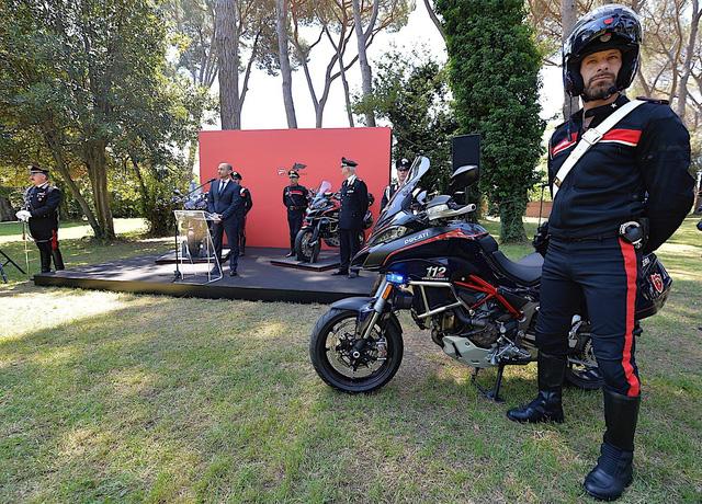 Cảnh sát Ý được trang bị mô tô tuần tra Ducati Multistrada 1200 mới - Ảnh 2.