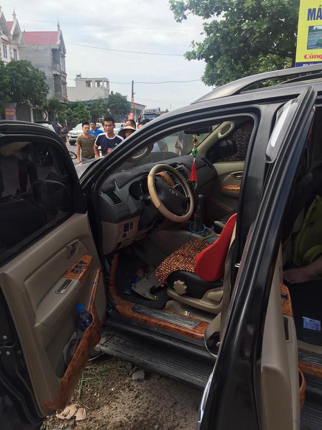 Bắc Giang: Toyota Fortuner đâm xe máy và hạ gục cột điện, 1 người tử vong - Ảnh 3.