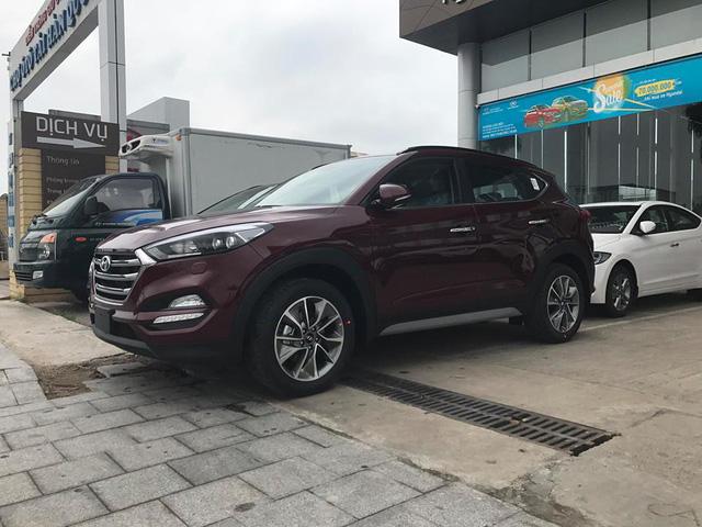 Cận cảnh crossover cỡ nhỏ Hyundai Tucson 2017 tại Hà Nội - Ảnh 1.