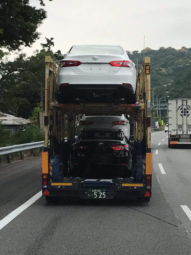 Bắt gặp Toyota Camry 2018 có thể về Việt Nam trên đường phố - Ảnh 1.