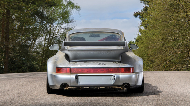 Porsche 911 chưa từng qua sử dụng trong 24 năm được bán với giá hơn 50 tỷ Đồng - Ảnh 2.