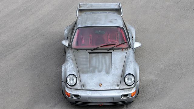 Porsche 911 chưa từng qua sử dụng trong 24 năm được bán với giá hơn 50 tỷ Đồng - Ảnh 3.