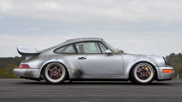 Porsche 911 chưa từng qua sử dụng trong 24 năm được bán với giá hơn 50 tỷ Đồng - Ảnh 4.