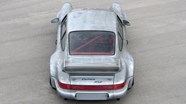 Porsche 911 chưa từng qua sử dụng trong 24 năm được bán với giá hơn 50 tỷ Đồng - Ảnh 10.
