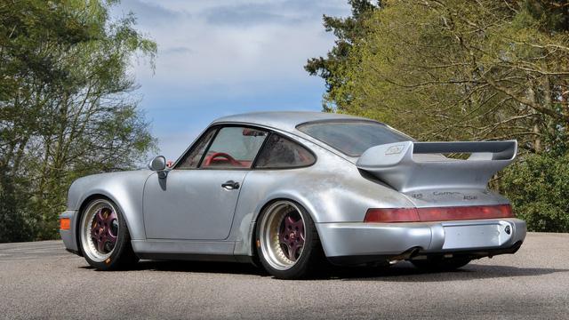 Porsche 911 chưa từng qua sử dụng trong 24 năm được bán với giá hơn 50 tỷ Đồng - Ảnh 11.