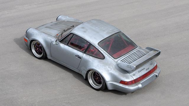 Porsche 911 chưa từng qua sử dụng trong 24 năm được bán với giá hơn 50 tỷ Đồng - Ảnh 12.