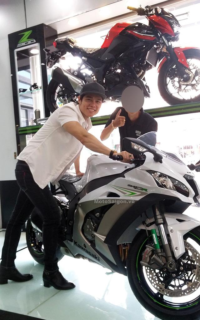 Nam ca sỹ Lưu Chí Vỹ mua mô tô Kawasaki Ninja ZX-10R 2017 trị giá hơn nửa tỷ Đồng - Ảnh 1.