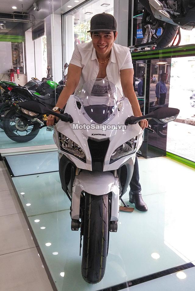 Nam ca sỹ Lưu Chí Vỹ mua mô tô Kawasaki Ninja ZX-10R 2017 trị giá hơn nửa tỷ Đồng - Ảnh 2.