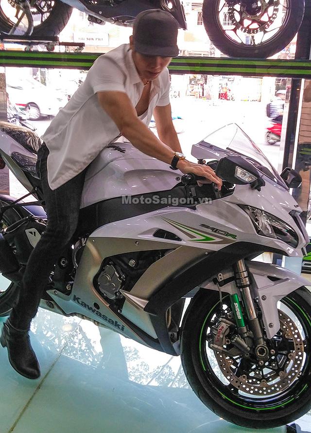 Nam ca sỹ Lưu Chí Vỹ mua mô tô Kawasaki Ninja ZX-10R 2017 trị giá hơn nửa tỷ Đồng - Ảnh 3.