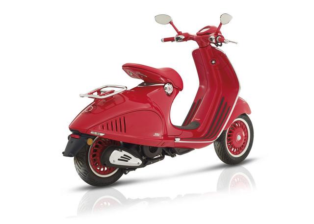 Siêu phẩm Vespa 946 RED Edition từng ra mắt Việt Nam có giá ngang ô tô - Ảnh 3.