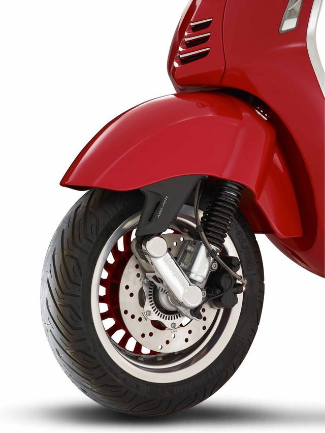 Siêu phẩm Vespa 946 RED Edition từng ra mắt Việt Nam có giá ngang ô tô - Ảnh 5.