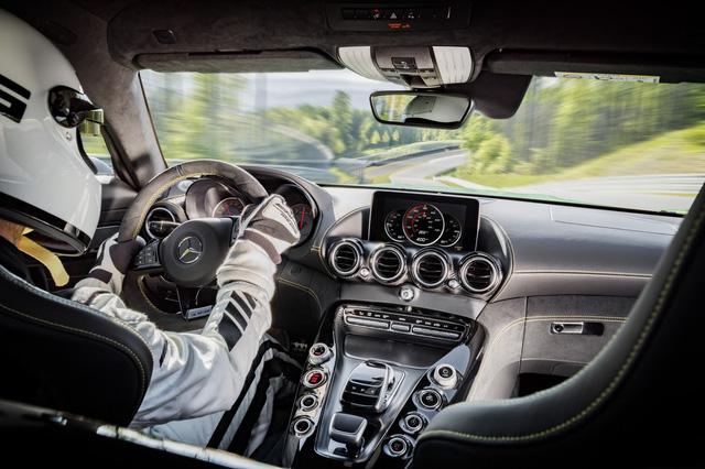 Chiếc siêu xe Mercedes-AMG GT R đầu tiên gặp nạn trên thế giới - Ảnh 4.