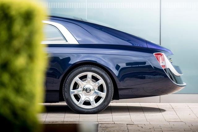 Bắt gặp kiệt tác 290,6 tỷ Đồng Rolls-Royce Sweptail trên đường phố - Ảnh 9.