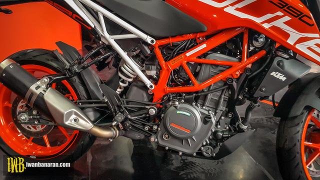 Cặp đôi naked bike cho người mới chơi KTM Duke 250 và Duke 390 2017 ra mắt Đông Nam Á - Ảnh 12.