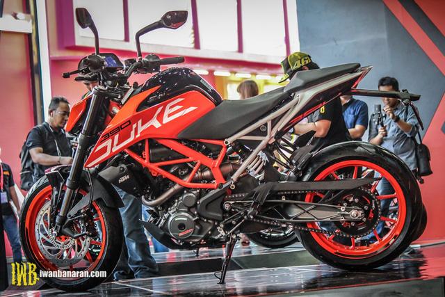 Cặp đôi naked bike cho người mới chơi KTM Duke 250 và Duke 390 2017 ra mắt Đông Nam Á - Ảnh 14.