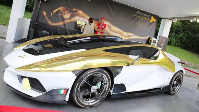 Làm quen với chiếc siêu xe 38 tỷ Đồng có cả bể cá bên trong - Ảnh 2.
