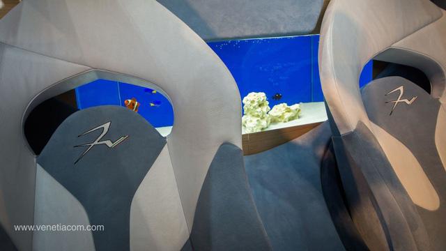 Làm quen với chiếc siêu xe 38 tỷ Đồng có cả bể cá bên trong - Ảnh 4.