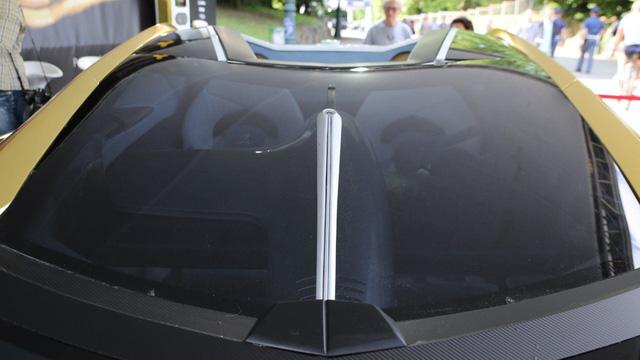 Làm quen với chiếc siêu xe 38 tỷ Đồng có cả bể cá bên trong - Ảnh 12.