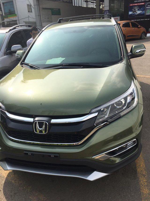 Xuất hiện Honda CR-V sơn màu xanh lục lạ mắt tại Hà Nội - Ảnh 4.